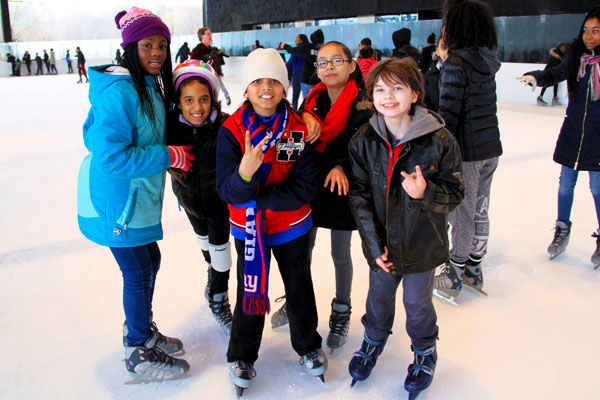 Lakeside's fall and winter activities include two outdoor ice skating rinks in addition to programming and events, such as Curling, Broomball, Youth and Adult Hockey, and Figure Skating. We offer classes for beginners and experienced skaters and our hockey program includes lessons and league play for children and adults.