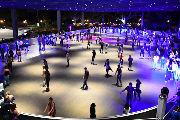 Night time rollerskating to the hottest beats